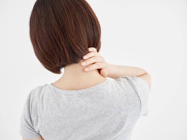 顎関節症と肩こりの関係